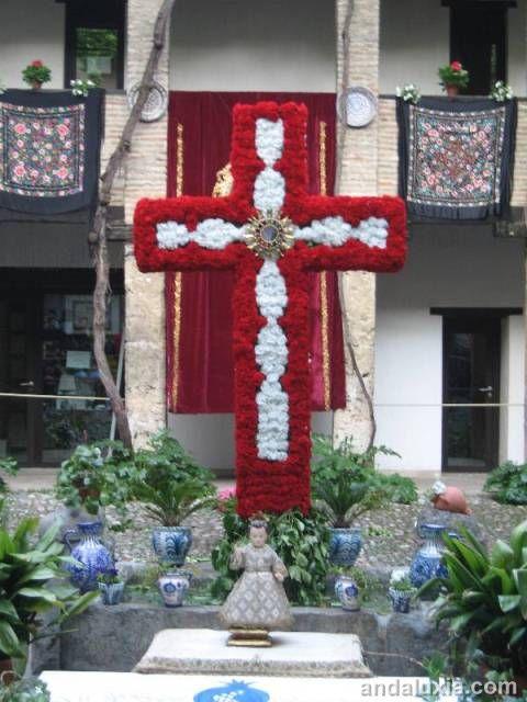 Cruces de Mayo de Granada (cortesía de andalucia-turismo.org)